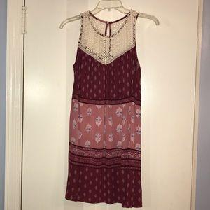 Dresses & Skirts - Patterned flowy mini dress